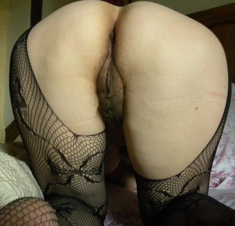 salope chatte humide micro jupe sans culotte