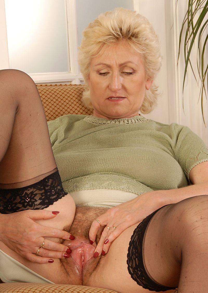 Upskirt sous la jupe super sexy mature - 3 1