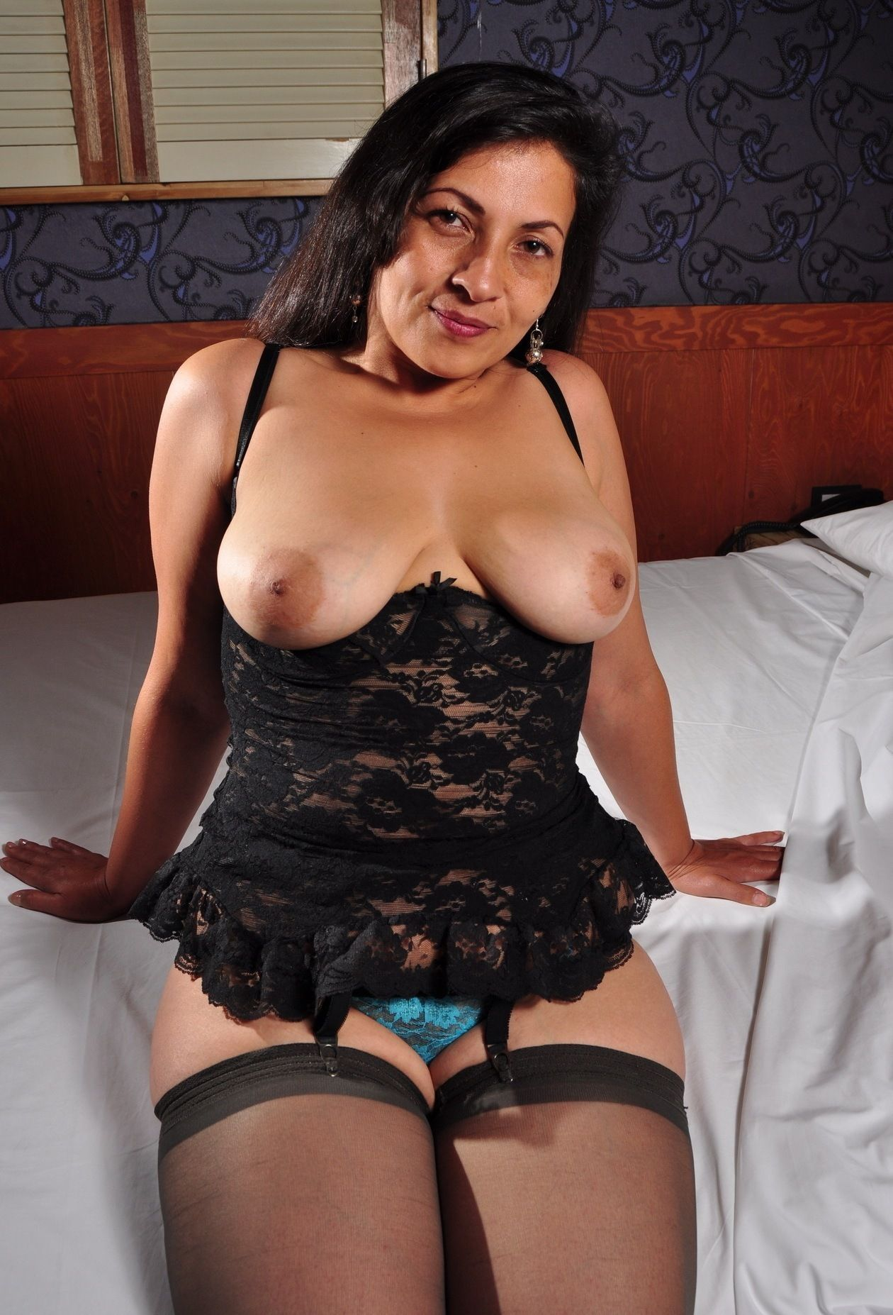 mature hispanic women nude